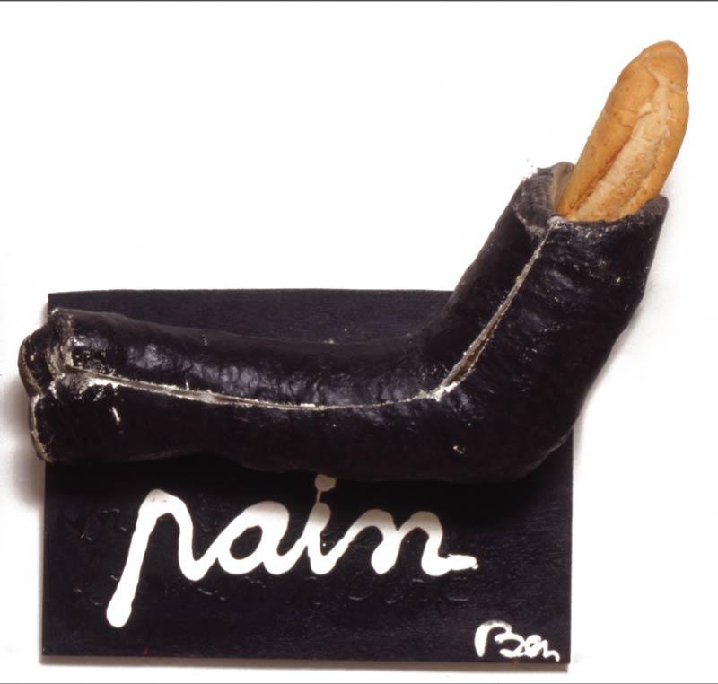Pain avec bras plâtré - acrylique et objet sur bois -38 x 26 - 1990
