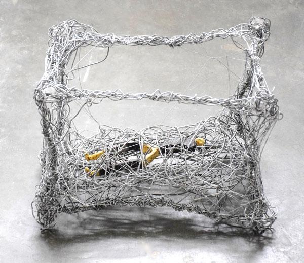 la sieste - Fil de fer et feuille d'or - 35 x 47 x 28 - 2017
