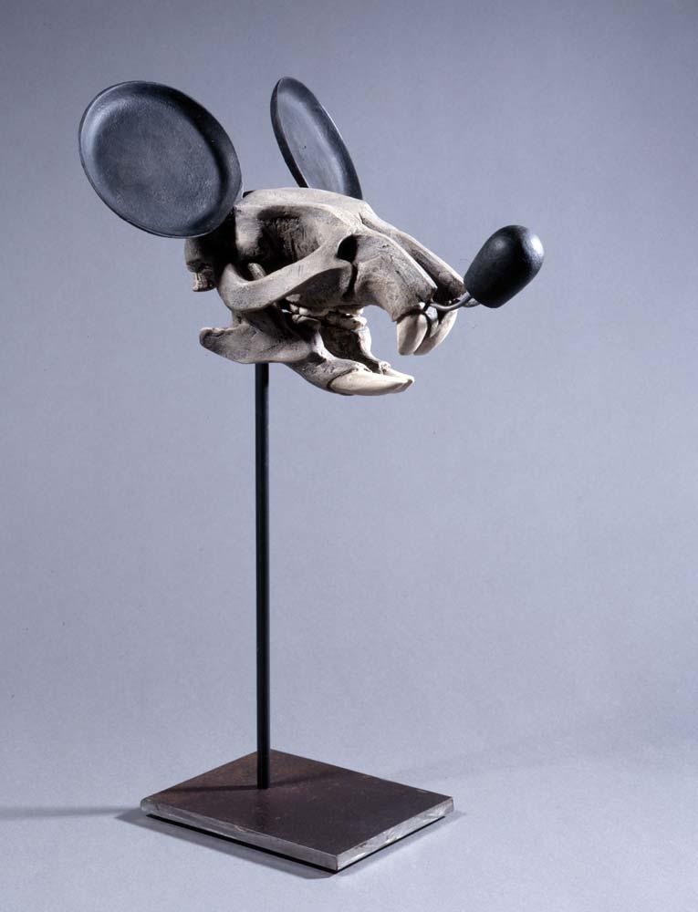 Nicolas RUBINSTEIN : Mickey is also a rat - 2005 - résine polyuréthane, résine polyester, acier, 44 x 24 x 23