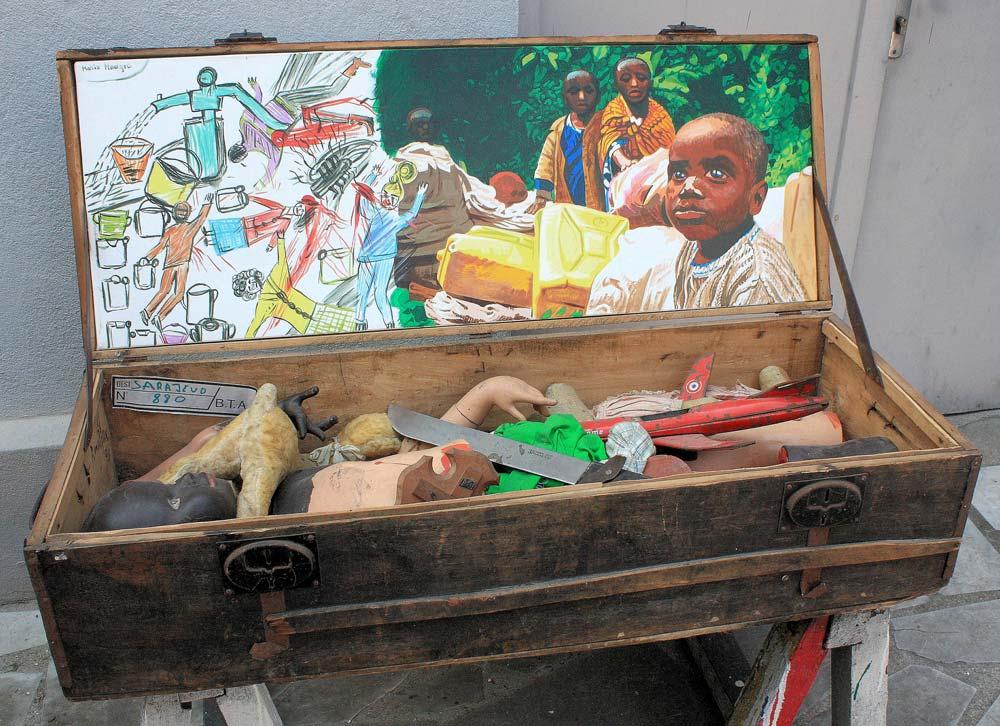 Rancillac - La malle des enfants 1994 acrylique sur toile 37 x 99 et objets 103 x 40 x 30